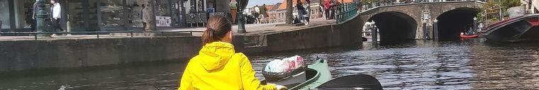 Plastic afval vissen uit de Leidse grachten